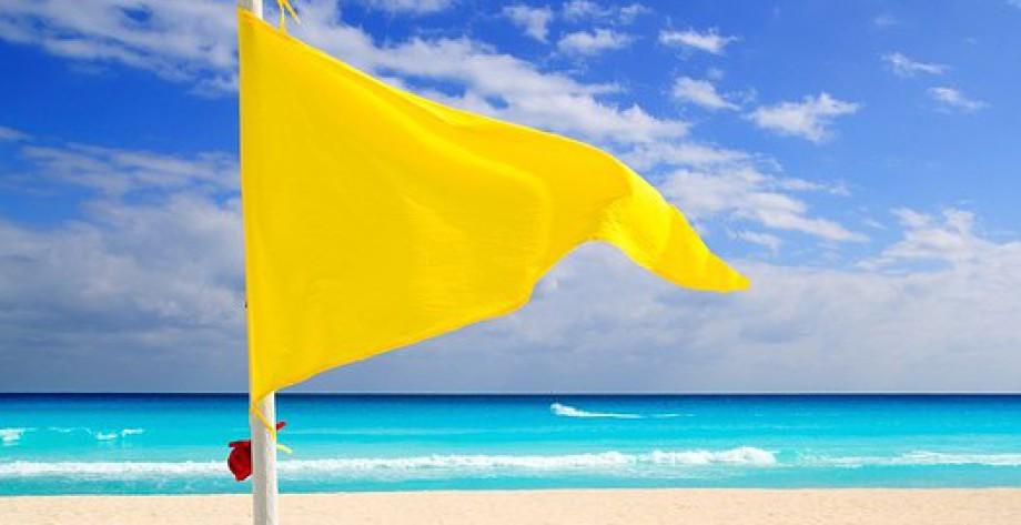 significado de una bandera roja en la playa